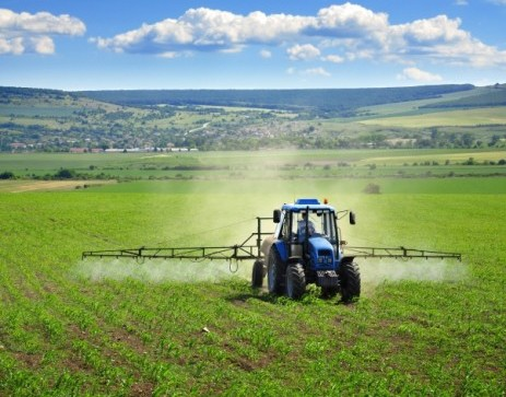 tractor crop spray farm fields herbicides 463